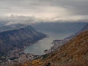 вид на город Котор и Которский залив. Черногория